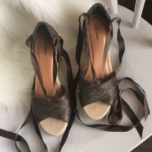 Old navy brown ribbon lace-up sandal wedges